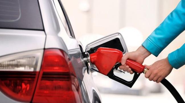 Giá dầu giảm mức kỷ lục: Kẻ vui, người buồn