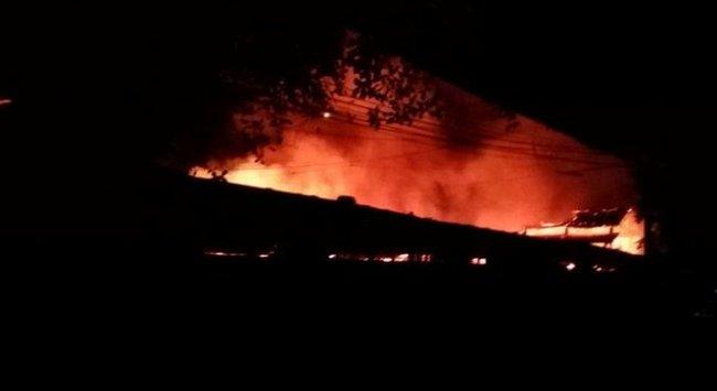 Cháy chợ Xín Mần, Hà Giang, 14 kiôt bị thiêu rụi