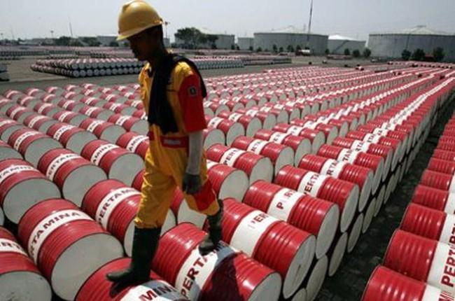 Giá dầu giảm sâu, các nước nguồn cung bắt đầu ngấm đòn