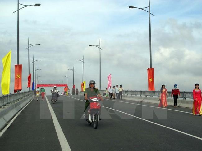 Thông xe cầu Chợ Lách và khởi công xây cầu An Quy, Tân Huề