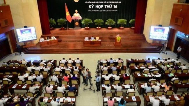 Đại biểu HĐND TP.HCM chất vấn Giám đốc Sở GTVT