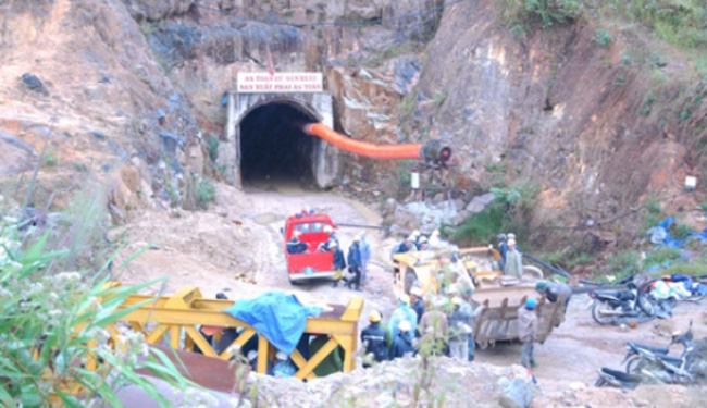 Sập hầm tại công trình thủy điện Đạ Dâng - Đạ Chomo, 11 người mắc kẹt