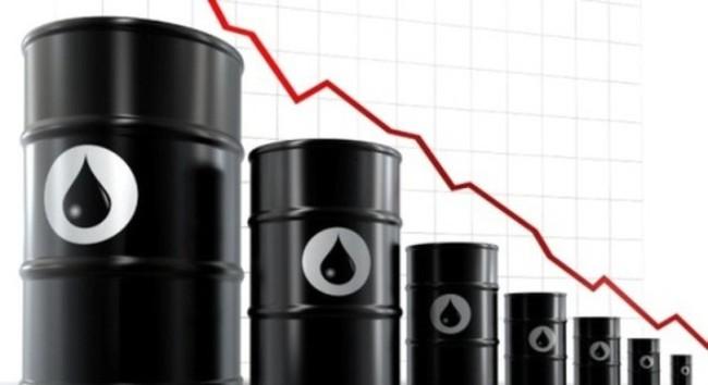 Giá dầu giảm kỷ lục và nỗi lo giảm thu ngân sách