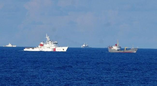 Tàu Trung Quốc hùng hổ vây ép, cản phá tàu chấp pháp Việt Nam