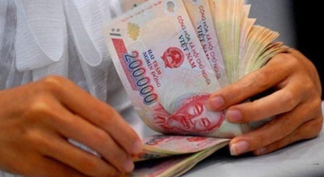 """""""Việt Nam cần giảm chi lương cho cán bộ khu vực công"""""""