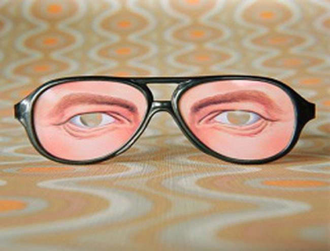 Thống đốc nên dùng kính mới?