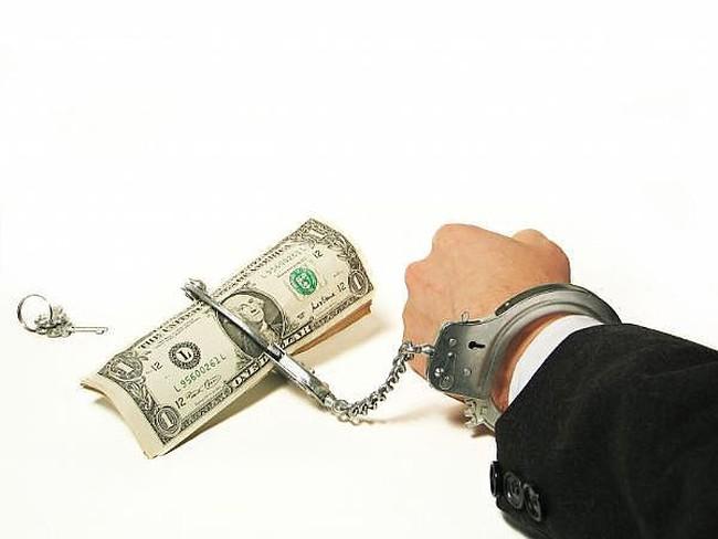Nợ đầm đìa: chọn vỡ nợ hay chọn lạm phát?