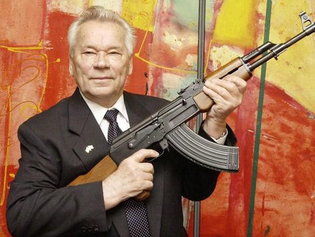 Mikhail Kalashnikov, người chế tạo ra AK -47 hối tiếc điều gì trước khi qua  đời?