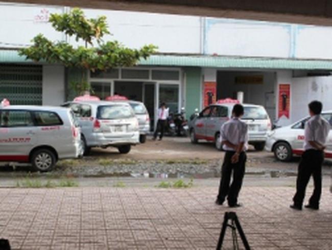 Hàng trăm tài xế taxi Happy lại ngưng việc đòi... thay giám đốc