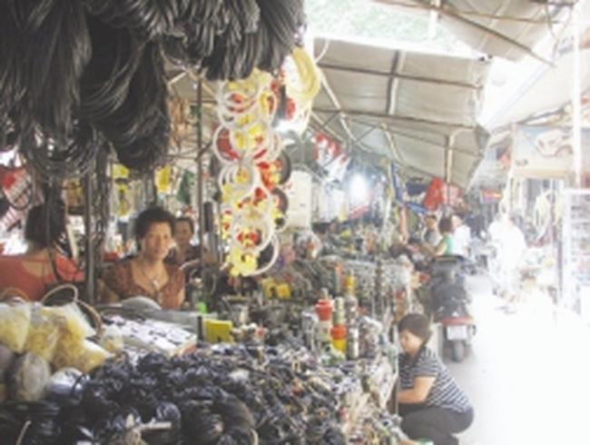 """Xóa chợ """"Trời"""" gần ngàn hộ dân lo lắng"""