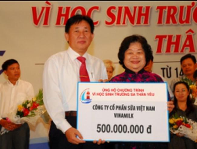 VNM ủng hộ 500 triệu đồng xây dựng trường học tại Trường Sa