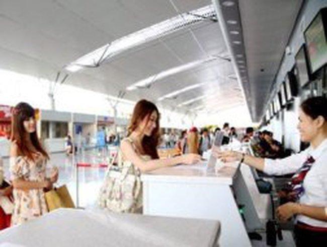 Vé máy bay Tết: Dò dẫm bán, ngắc ngoải mua