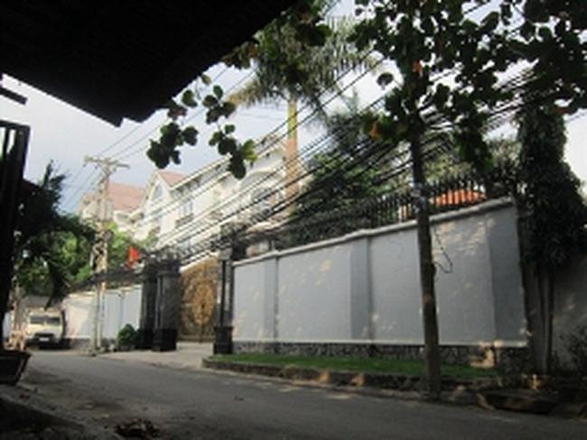 Vợ chồng ông Đặng Văn Thành đi Hà Nội