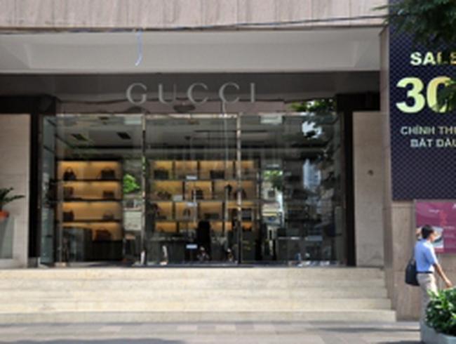 Truy tìm chủ và niêm phong cửa hàng Gucci - Milano