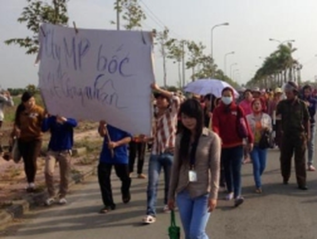 Chủ tịch tỉnh 'giải vây' 3.000 công nhân đòi thưởng Tết