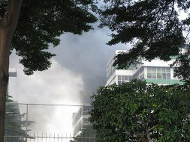 Khu công nghiệp Pou-Yuen chìm trong biển lửa