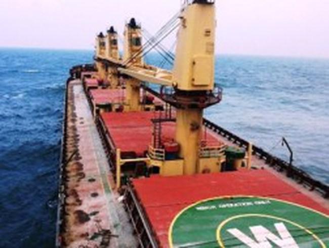 Khẩn trương xử lý sự cố tràn dầu ở vùng biển Lý Sơn