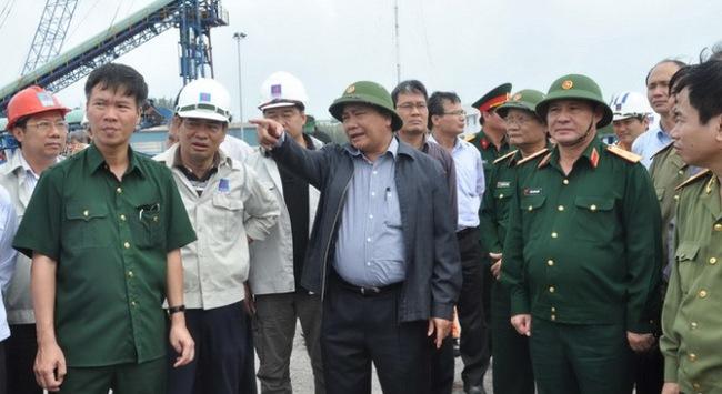Phó thủ tướng Nguyễn Xuân Phúc ra Quảng Ngãi chống bão