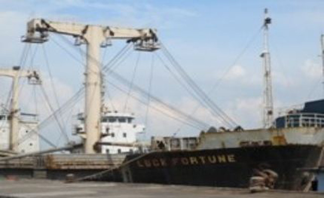 Làm giả hợp đồng xuất lậu trên 32.000 tấn titan để trốn thuế