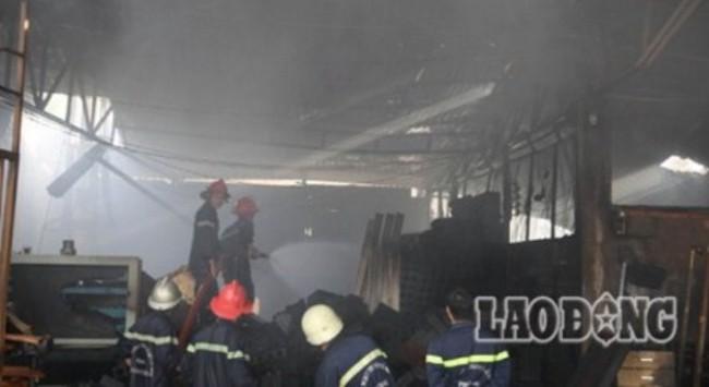 TPHCM: Cháy lớn kéo dài 5 giờ, một nhà xưởng bị sập hoàn toàn