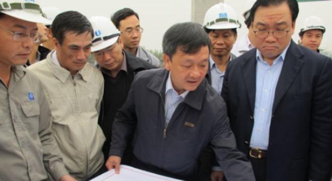 Cận cảnh Phó Thủ tướng thị sát đường cao tốc hiện đại nhất Việt Nam