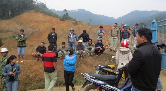Dân vây nhà máy vàng Phước Sơn đòi nợ