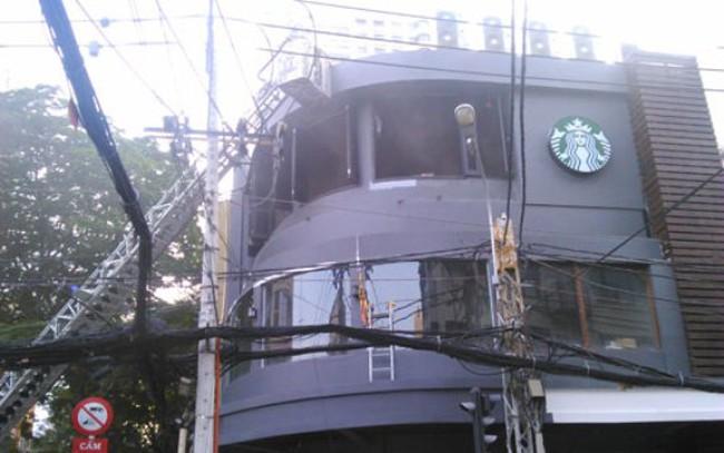 Chưa hoàn thiện, cà phê Starbucks bị 'bà hỏa' khai trương