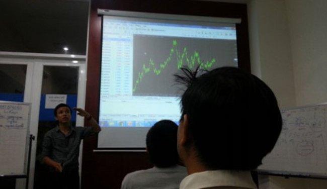 'Cú đêm' trên thị trường Forex: Nhà đầu tư càng thua, sàn càng lời