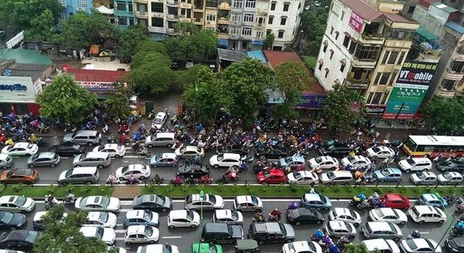 Đề xuất xem xét lại việc đặt 2 biển cấm ôtô ở đường Xuân Thủy - Cầu Giấy
