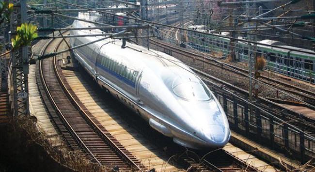 """""""Nên xây đường sắt cao tốc để chở khách"""""""
