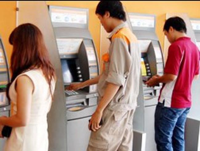 Hỗ trợ người thu nhập thấp sử dụng thẻ ATM