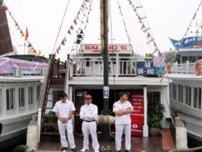 Hạ Long: Tàu du lịch xiêu vẹo vì thuế tăng 100%