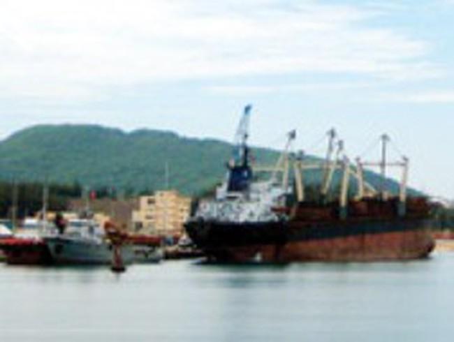 Dung Quất: 6 cảng biển, vẫn chật?