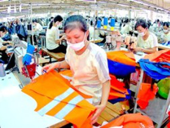Xuất khẩu dệt may 2013: Chiến lược 2 thị trường