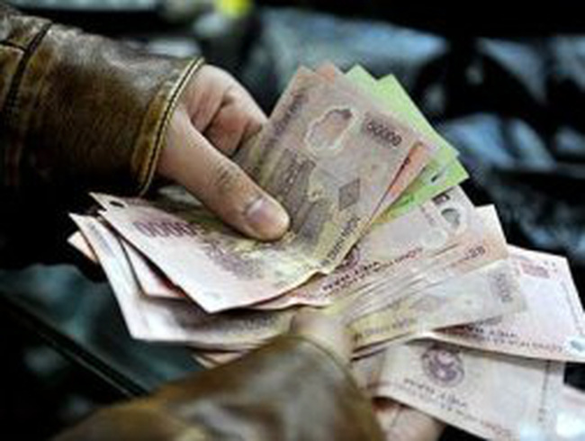 Bi đát nợ lương, cắt thưởng