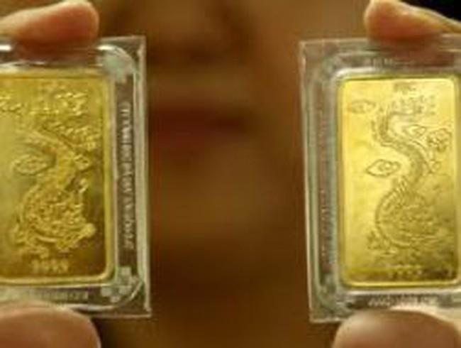 Vàng thế giới mất hơn 80 USD/ounce, vàng trong nước chỉ giảm 1 triệu đồng/lượng