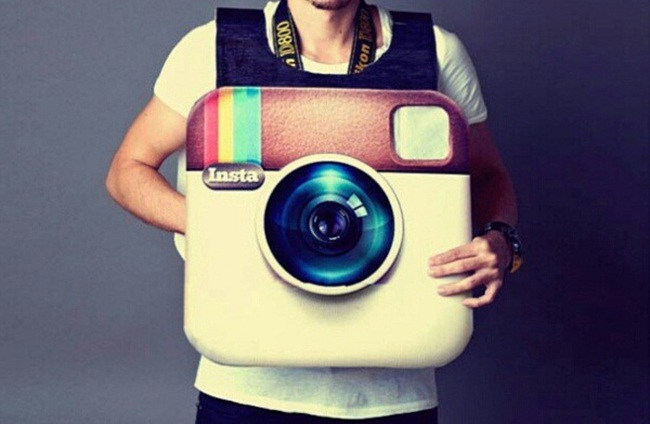 Viết sách, kiếm tiền tỷ nhờ Instagram