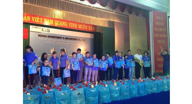 KIS tổ chức chương trình thăm và tặng quà cho Trung tâm bảo trợ người tàn tật Tp.HCM