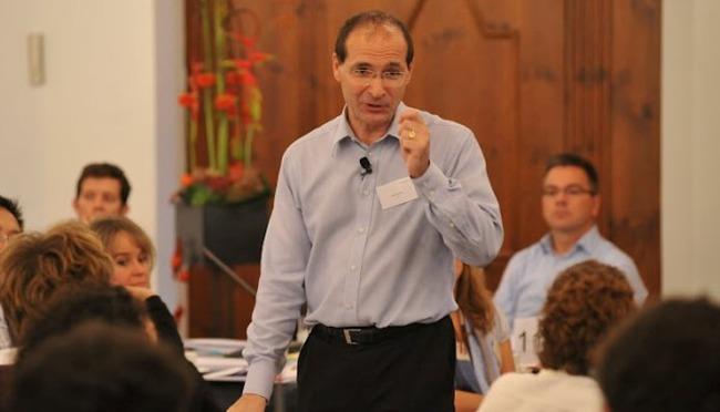 Patrick Dixon: Hãy là người tạo ra xu thế để thành công trong kinh doanh
