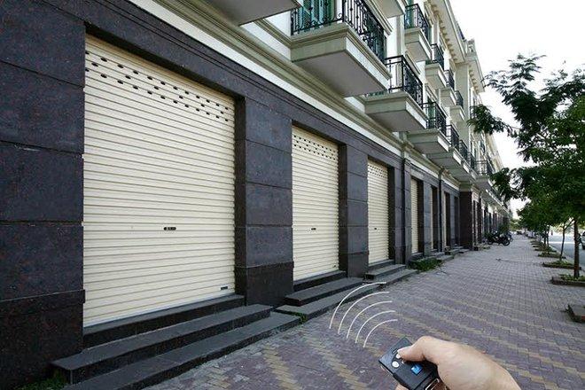 """Báo động: Trộm phá cửa cuốn """"tinh vi"""", vào nhà dân cuỗm tiền tỷ"""