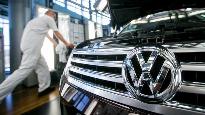 Cổ phiếu lao dốc 22%, Volkswagen mất 18 tỷ USD