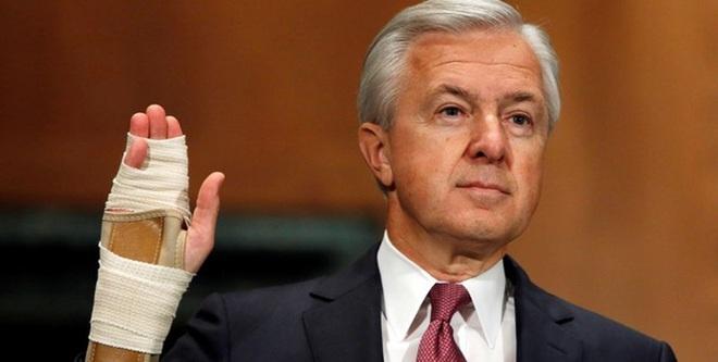 CEO ngân hàng lớn thứ ba Mỹ mất chức vì bê bối gian lận