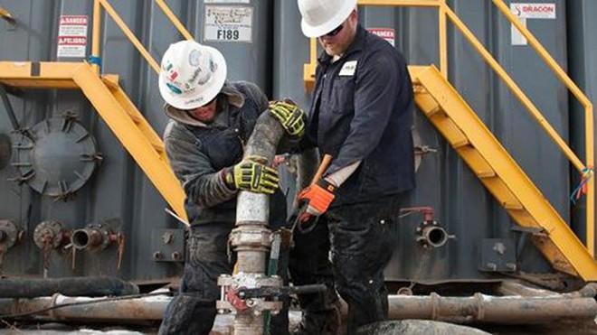 Giá dầu giảm 2%, đứt mạch tăng 2 phiên