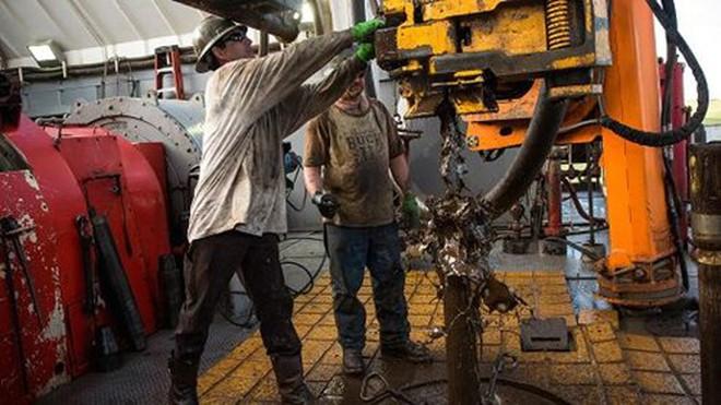 Giá dầu giảm 3% trước hàng loạt tín hiệu bất lợi