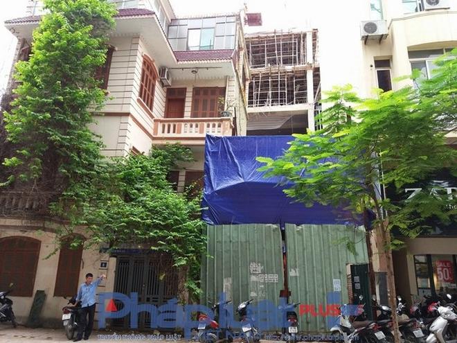 Người dân hoảng loạn phát hiện thêm một nhà 3 tầng nghiêng, lún trên phố Thái Hà