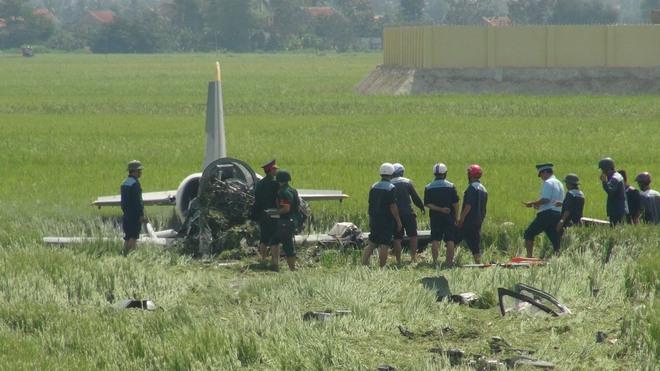 Video hiện trường rơi máy bay quân sự ở Phú Yên