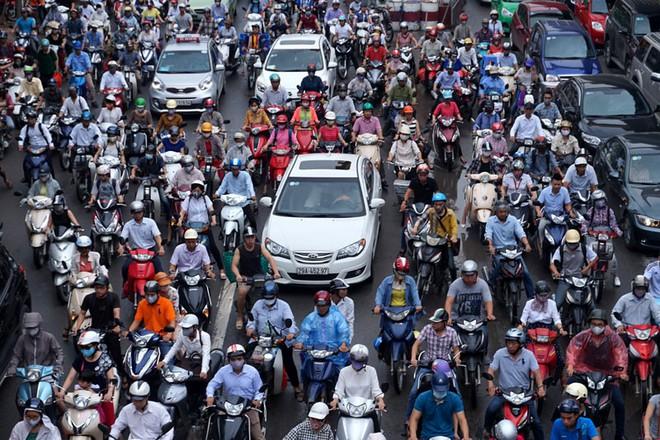 Cấm xe máy Hà Nội: Còn lâu mới cấm được