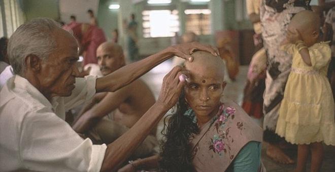 Sự thật đau lòng ít ai biết đằng sau những bộ tóc nối có giá hàng chục triệu đồng