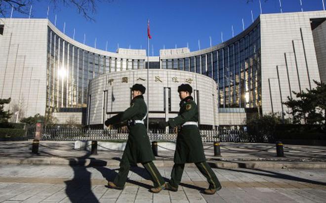 """700 tỷ USD có nguy cơ """"đội nón ra đi"""", Trung Quốc đau đầu vì """"bộ ba bất khả thi"""""""