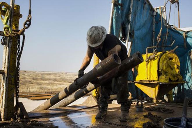 Giá dầu tiếp đáy 3 tháng do lo ngại nguồn cung chồng chất